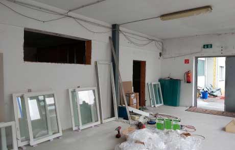 Fenster & Oberlichte sind einbaubereit